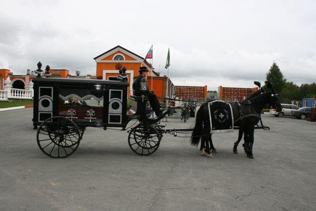 Конный похоронный кортеж
