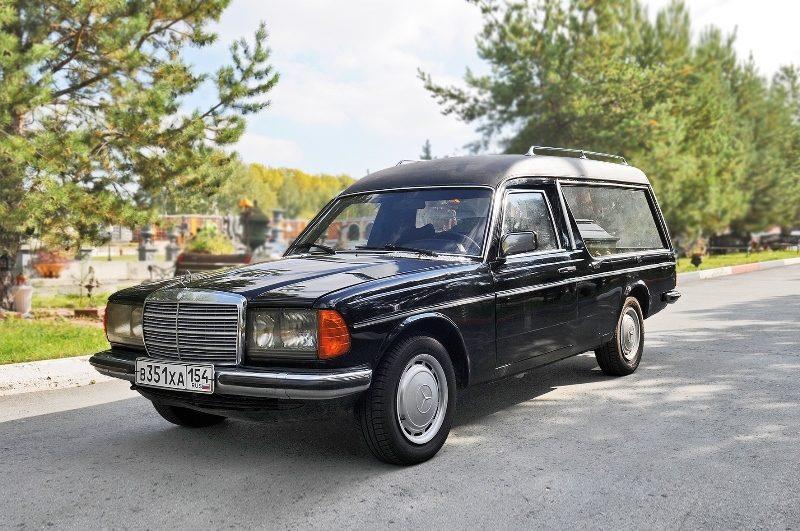 организация-похорон-катафалки15