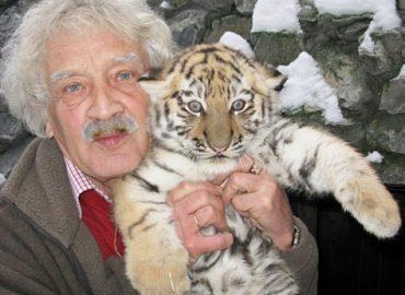 Новосибирск простился с директором зоопарка Ростиславом Шило